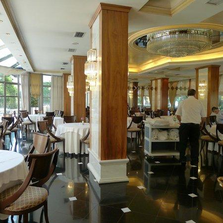 Oasis Hotel Apartments: Nice breakfast room