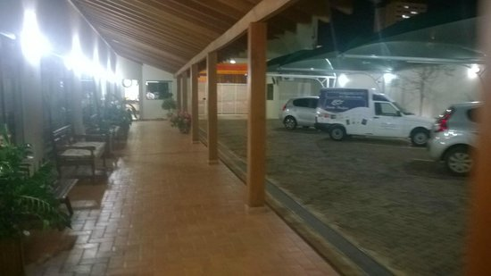 Ville Park Hotel: Estacionamento