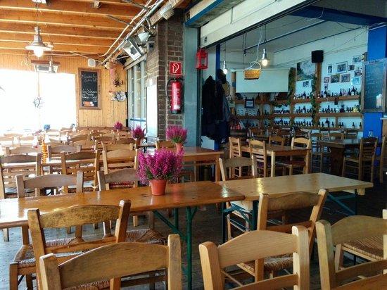 Der Grieche: Great atmosphere, beergarden style