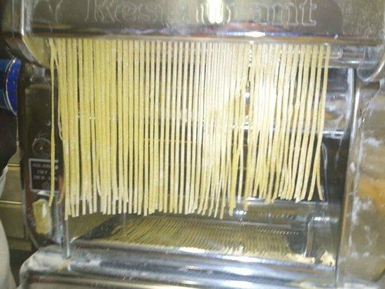 Toni's Ristorante: Fabrication de tagliolini