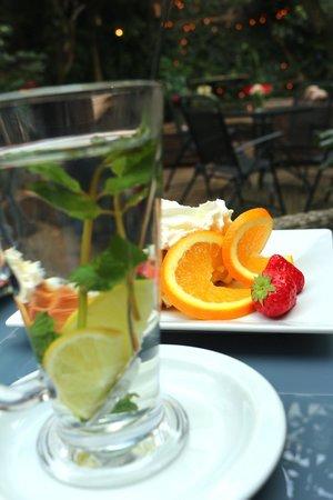Iris Hotel: breakfast