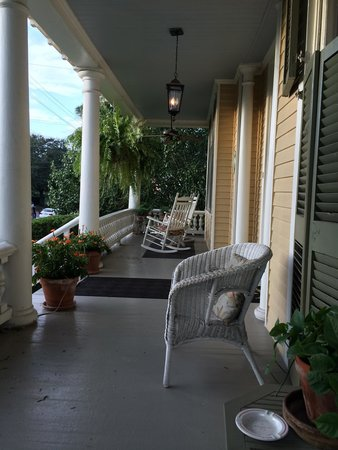 Southern Comfort Bed and Breakfast: Porch