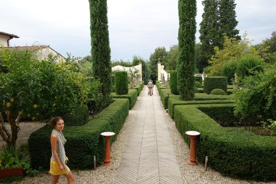 The Orignal and Best Tuscany Bike Tour: Our guide & villa gardens