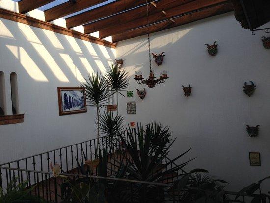 Hotel Meson de los Remedios: Escalera hacia segundo nivel