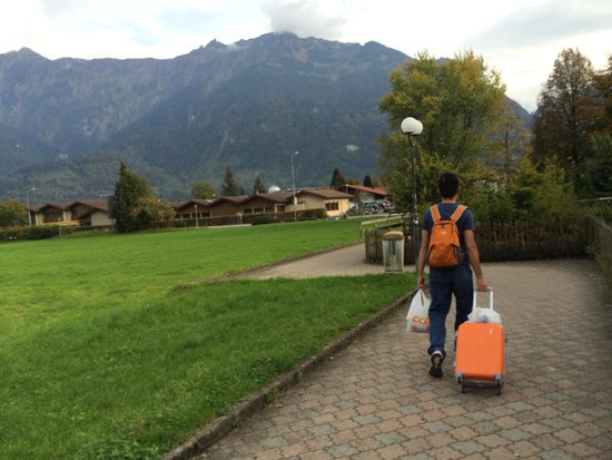 Walters Bed and Breakfast : Walking to Walter's B&B from Interlaken OST train station