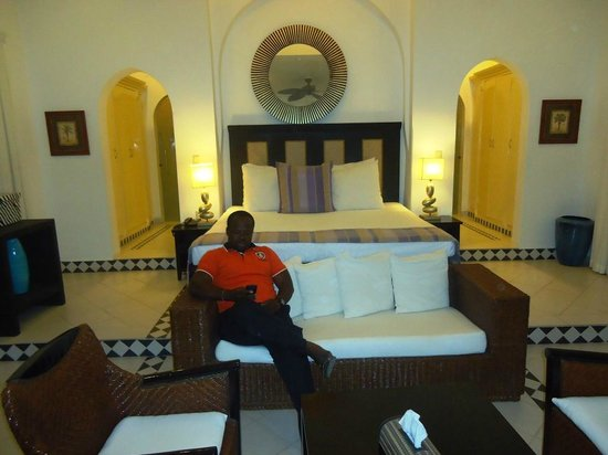 Coco Ocean Resort and Spa: In the room relaxing