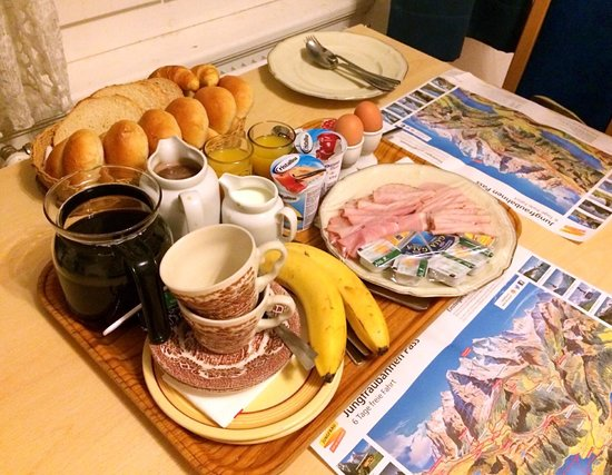 Walters Bed and Breakfast : Breakfast spread