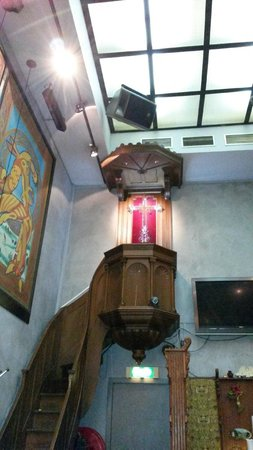 The Tara: Salle ex église