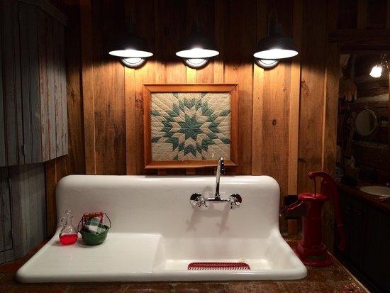 Blue Creek Cabin: Authentic