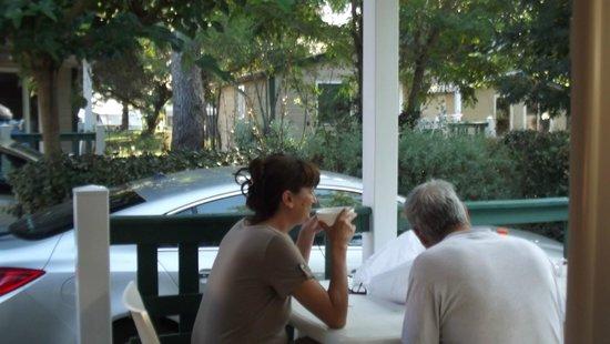 La Brande Camping Caravaning : terrasse