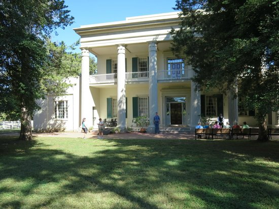 The front of the mansion picture of andrew jackson 39 s for Hermitage house