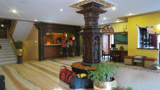 Hotel Manang: Front desk