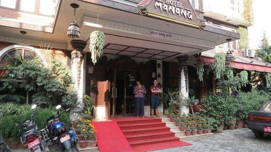 Hotel Manang: Outside