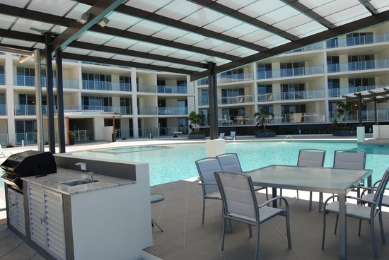 Vue Luxury Apartments Trinity Beach: BBQ Pavillion over looking the pool and ocean