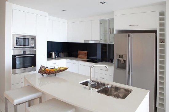 Vue Luxury Apartments Trinity Beach: Fully self contained kitchen