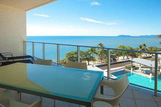Vue Luxury Apartments Trinity Beach: Balcony with ocean view