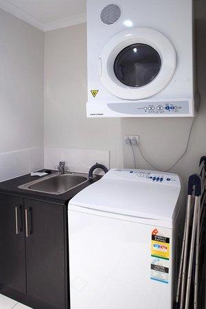 Vue Luxury Apartments Trinity Beach: Own laundry facilities