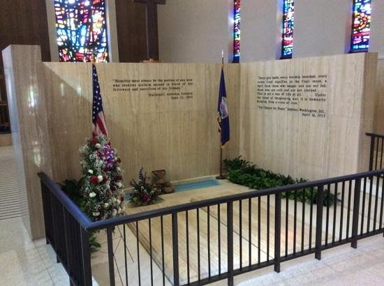 Dwight D. Eisenhower Library and Museum: Tomb of Dwight, Maime and Child Doud