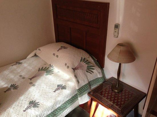 Lutyens Bungalow: bed