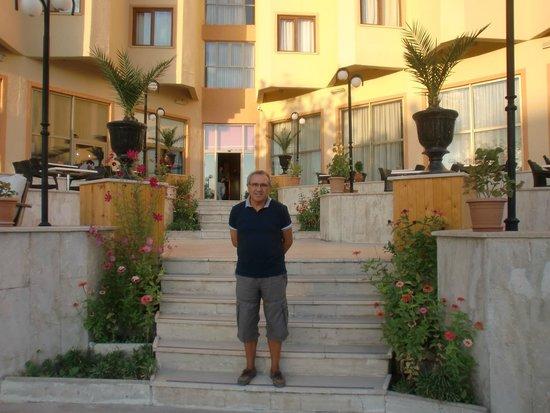 Mustafa Hotel: perto da piscina