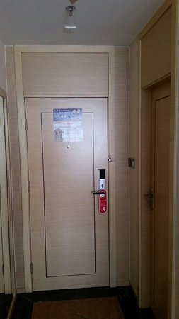 Xinghe Xiangjiang Hotel: The door way