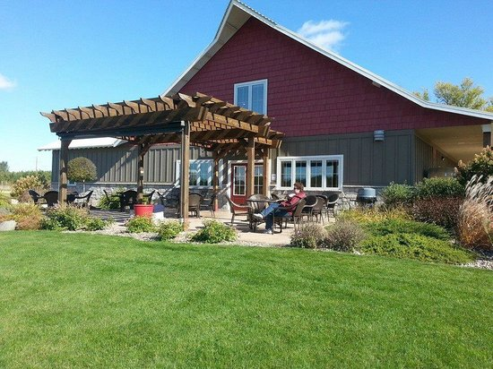 River Bend Vineyard & Winery : Sipping Wine on the patio