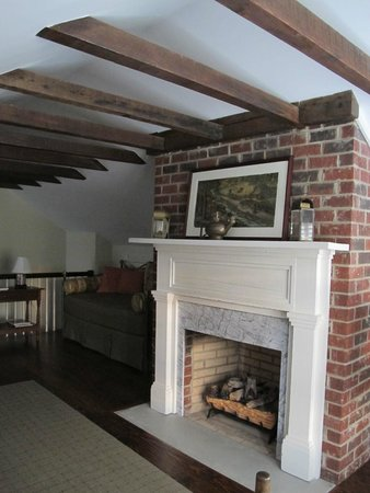 Kilburnie, the Inn at Craig Farm: The attic suite has a big wood fireplace!