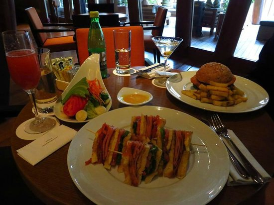 Tambo del Inka, a Luxury Collection Resort & Spa : lunch at bar