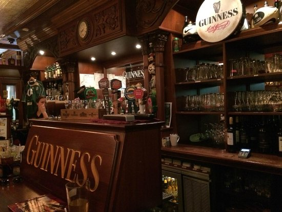 The Irish Harp Pub Inn: Photo of bar at the pub