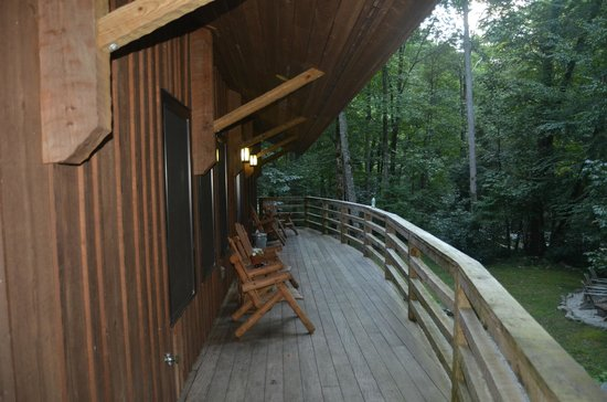‪‪Nantahala River Lodge‬: Huge deck overlooking the river‬
