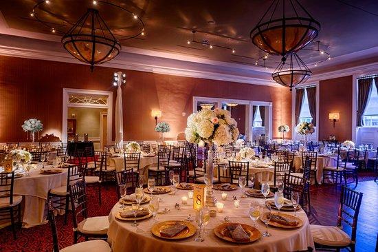 ذا تايدووتر إن: Gold Ballroom, Reception Set-Up