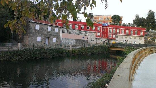 Dabarca Hotel Apartamentos : Vista del Hotel desde el río