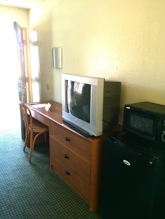 Knights Inn San Ysidro: TV Cabinet and Work Desk (All Rooms)