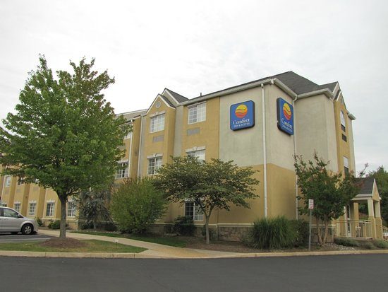 Comfort Inn & Suites Airport Dulles-Gateway: Vista externa do hotel
