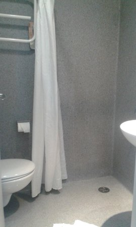 Ibis Budget Auckland Central: The whole bathroom