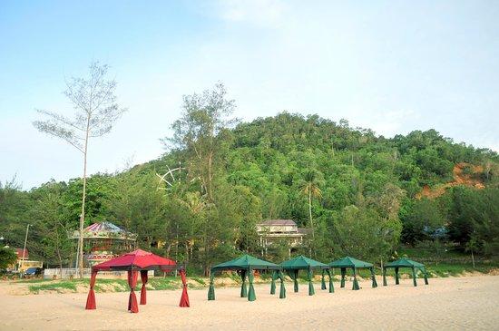 Singkawang, Indonesien: Terhamparnya pasir yang bersih, pantai yang landai, yang dapat menjadikan liburan anda lebih len