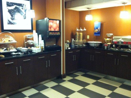 Hampton Inn Manheim : breakfast buffet