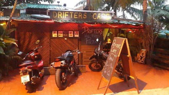 Drifters Beach Cafe: Cool Entrance