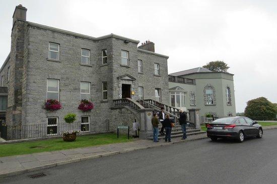Glenlo Abbey Hotel: El hotel desde afuera