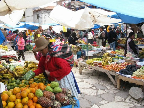 Pisac Inn : outside the hotel's front door ... the Market!