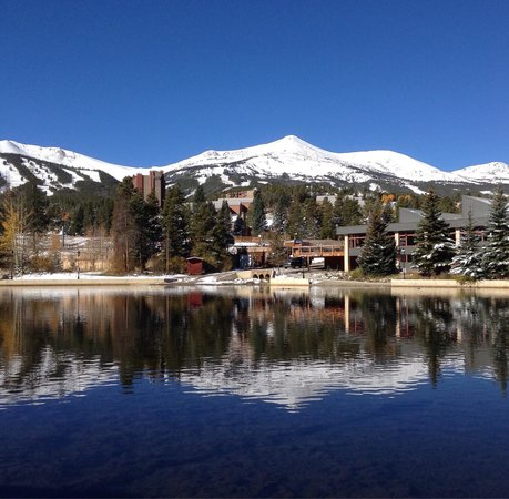 Marriott's Mountain Valley Lodge at Breckenridge : Maggie's pond view from hotel