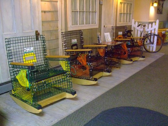 Vacationland Inn: Such cool lobster trap chairs