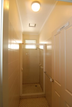Dolma Hotel: Shared Bathroom
