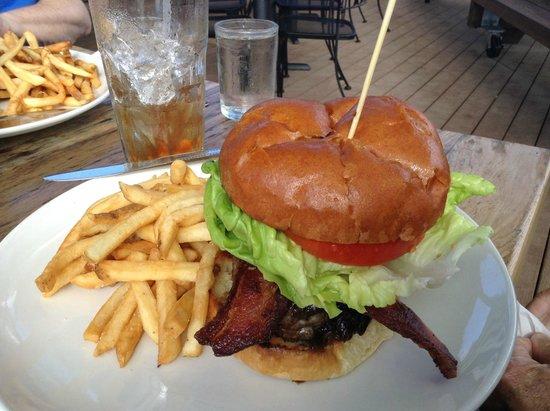 Schooner Restaurant & Lounge : Burger and Fries