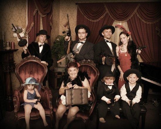 Wild Gals Old Time Photo: The Thomas/Bralczyk/Fecynec Family!!!