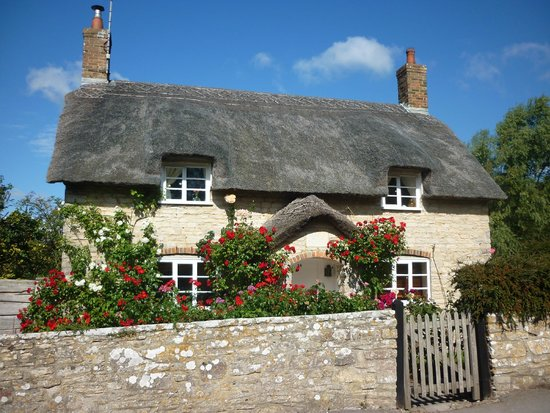 Kimmeridge Farmhouse Bed & Breakfast: cottage in the village