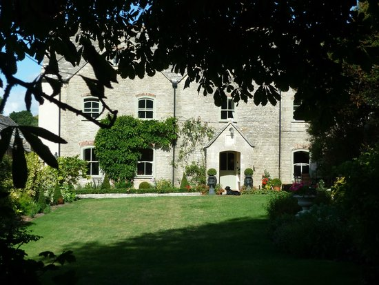 Kimmeridge Farmhouse Bed & Breakfast: the B&B from the garden