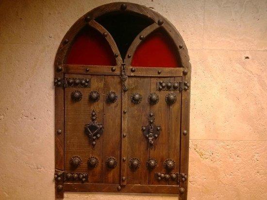 Genial Koorosh Apartment Hotel: Old Style Door On Corridor