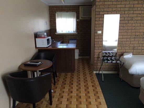 Comfort Inn Victor Harbor: Even a kitchen area.