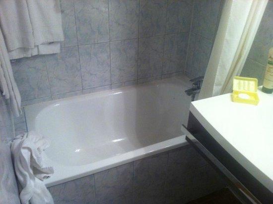 Hotel le Medieval : Hobbit Bath
